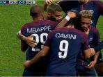 neymar-dan-cavani-berpelukan-usai-kalahkan-bayarn-muenchen_20170928_055343.jpg