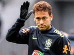 neymar-melambaikan-tangan-menjelang-pertandingan-persahabatan-brasil-vs-jepang_20171111_061931.jpg