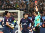 neymar-mendapat-kartu-merah_20171023_062932.jpg