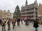 otoritas-belgia-berjaga-di-ibukota-negara-itu-brussels_20151231_154516.jpg