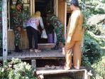 para-babinsa-dan-aparat-desa-door-to-door.jpg