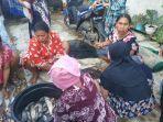 para-korban-banjir-dari-desa-sungai-batang-kecamatan-martapura-barat.jpg