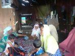 para-korban-bencana-angin-puting-beliung-di-desa-sungai-rangas_20170922_160458.jpg