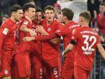 para-pemain-bayern-muenchen-merayakan-gol-saat-pertandingan-bundesliga.jpg