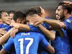 para-pemain-italia-merayakan-gol-stephan-el-shaarawy-ke-gawang-azerbaijan_20151014_205435.jpg