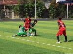 para-pemain-kintap-merah-menghadapi-pemain-ssb-alam-hijau-hijau-di-upik-mini-soccer.jpg