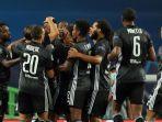 para-pemain-lyon-merayakan-gol-moussa-dembele-kontra-manchester-city.jpg