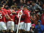 para-pemain-manchester-united-merayakan-gol-ke-gawang-brighton-hove-albion_20171127_081036.jpg