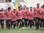 para-pemain-mengikuti-pemusatan-latihan-timnas-u-19-indonesia-di-stadion-wibawa-mukti.jpg