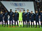 para-pemain-timnas-inggris-mengheningkan-cipta-sebelum-melawan-jerman_20171111_060013.jpg