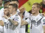 para-pemain-timnas-jerman-merayakan-gol-marcel-halstenberg.jpg