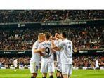 para-pemain-valencia-merayakan-kemenangan-atas-real-betis.jpg