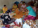 para-perempuan-di-desa-telaga-bidadari.jpg