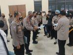 para-personel-polres-batola-terima-reward-dari-ketua-dprd-provinsi-kasel-h-supian-hk.jpg