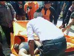 para-relawan-melakukan-evakuasi-mayat-yang-tenggelam-beberapa-waktu-silam.jpg