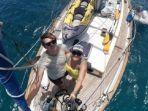 pasangan-elena-manighetti-dan-ryan-osborne-berkeliling-dunia-menggunakan-kapal-sejak-2017.jpg