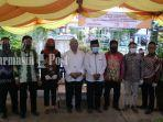 pasangan-fakih-jarjani-dan-abu-yazid-bustami-di-kantor-kpu-kabupaten-hst-kalsel-592020.jpg