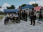patroli-keliling-petugas-kepolisian-polresta-palangkaraya-22122020.jpg