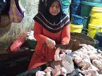 pedagang-ayam-potong-di-kawasan-pasar-sentra-antasari.jpg
