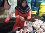pedagang-ayam-potong-di-pasar-antasari-banjarmasin-kalsel-sabtu-1172200.jpg