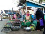 pedagang-martapura-sibuk-beraktivitas-di-kawasan-jalan-sukaramai.jpg