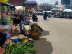 pedagang-memanfaatkan-bahu-jalan-di-kawasan-pasar-candi-amuntai-kabupaten-hsu-12072021.jpg