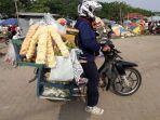 pedagang-sayur-menggunakan-sepeda-motor_20180915_090635.jpg