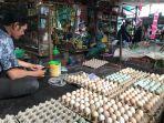 pedagang-telur-di-pasar-kalindo-mariana.jpg