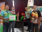 pejabat-dinas-pmd-tala-bersama-pengurus-posyantek-memperlihatkan-piala.jpg