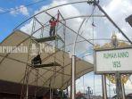 pekerja-sedang-melakukan-perbaikan-atap-panggung-siring-jalan-piere-tendean.jpg