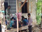 pelajar-di-bukit-pemujaan-desa-batu-ampar-piani-kabupaten-tapin-kalsel-kamis-02092021.jpg