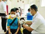 pelajar-menerima-vaksin-di-smp-it-hidayatul-quran-boarding-school-banjarbaru-rabu-29092021.jpg