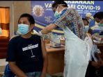 pelaksanaan-vaksinasi-covid-19-terhadap-wartawan-dan-kru-redaksi-media-di-gedung-pwi-kalsel.jpg