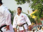 pelatih-dan-karateka-senior-lemkari-kabupaten-banjar-yusfiansyah-bersama-ketua-forki-kalsel.jpg