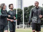pelatih-timnas-indonesia-luis-milla-bersama-dua-asistennya-miguel-gandia-dan-eduardo-perez_20180323_062203.jpg