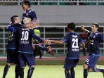 pemain-arema-fc-merayakan-gol-dalam-final-piala-presiden-2017_20170312_214841.jpg