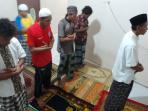 pemain-martapura-fc-tarawih-berjamaah.jpg