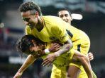 pemain-paris-saint-germain-neymar-merayakan-gol-yang-dicetak-edinson-cavani_20170814_063108.jpg