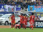 pemain-semen-padang-merayakan-gol-vendry-mofu_20170909_181357.jpg