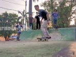 pemain-skateboard-sedang-latihan-di-skatepark-kota-tanjung-tabalong-kalsel-rabu-18112020.jpg