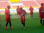 pemain-sriwijaya-berlatih-di-stadion-gelora-sriwijaya_20180512_131907.jpg