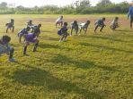 pemain-ssb-alam-hijau-banjarmasin-latihan-di-lapangan-gelora-terantang-batola-02082021.jpg