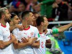 pemain-swiss-merayakan-gol-kegawang-serbia_20180623_032329.jpg