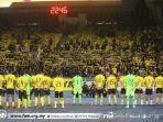 pemain-timnas-malaysia-memberikan-penghormatan.jpg