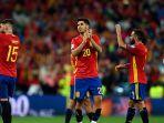 pemain-timnas-spanyol-membalas-aplaus-pendukungnya_20180323_060113.jpg