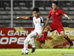 pemain-timnas-u-16-indonesia-raka-cahyana-berusaha-melewati-pemain.jpg