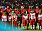 pemain-timnas-u-19-indonesia-menyanyikan-lagu-kebangsaan_20180813_233029.jpg