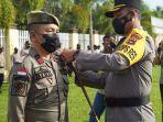 pemasangan-tanda-petugas-operasi-ketupat-intan-2021-di-kabupaten-hss-rabu-05052021.jpg