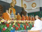 pembacaan-doa-pada-perayaan-trihari-suci-waisak-di-vihara-dhammasoka-banjarmasin.jpg