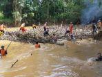 pembersihan-sungai-barabai-di-desa-pajukungan-rt-04-kecamatan-barabai-kabupaten-hst.jpg